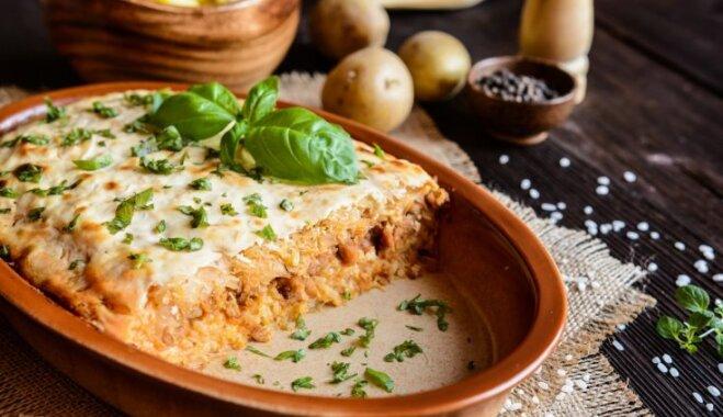 Kāpostu un kartupeļu sacepums ar malto gaļu un kausēto sieru