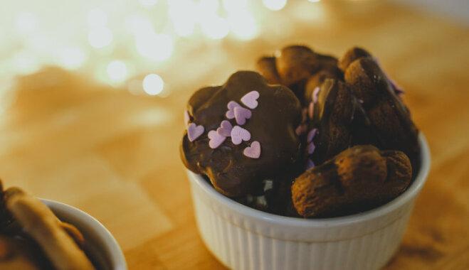 Vienkāršie piparkūku-šokolādes cepumi bez mīklas vārīšanas