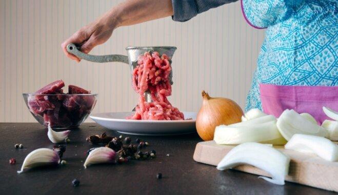 Soli pa solim: kā pareizi vārīt frikadeļu zupu, lai tā garšotu labāk nekā kaimiņienes gatavotā