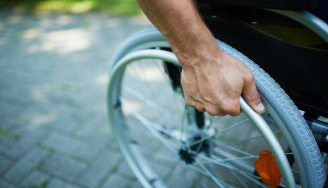 Ne visi pašvaldību vēlēšanu iecirkņi pieejami māmiņām ar ratiem un invalīdiem