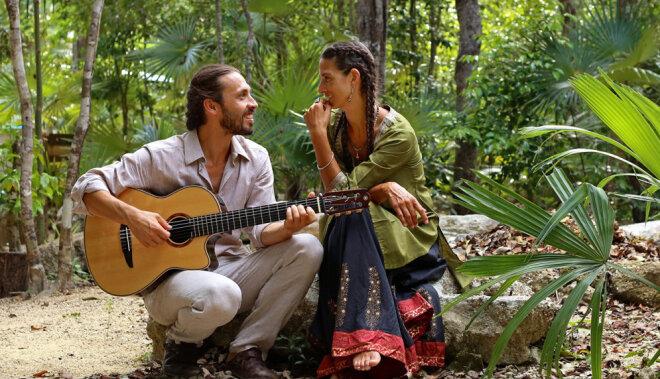 Mīlestība, kur viss ir mūzika: Rīgā viesosies duets 'Mirabai Ceiba'