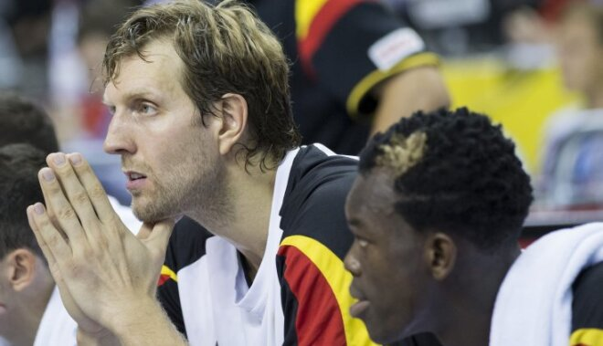 Germany's Dirk Nowitzki, left, and Dennis Schroeder