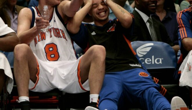 New York Knicks Danilo Gallinari, left, talks with Anthony Roberson