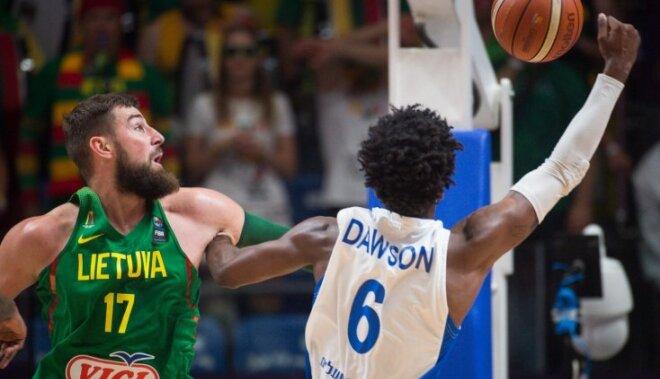 Lietuva droši tiek pie pirmās uzvaras; Latvijas nākamie pretinieki briti zaudē Turcijai