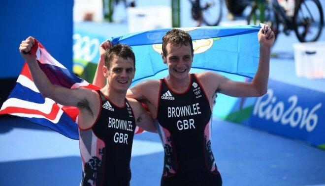 Brāļi Braunliji izcīna dubultuzvaru Rio olimpisko spēļu triatlonā