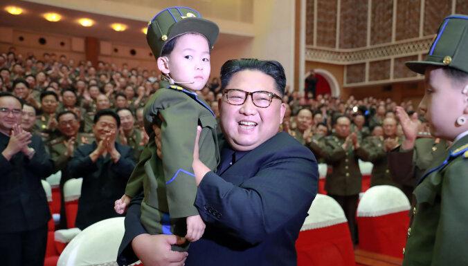 Золотые погоны, пистолет Colt и конструктор Lego. Каким было детство Ким Чен Ына?