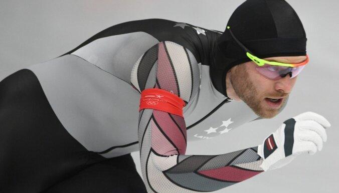 Silovs izcīna septīto vietu Pasaules kausa fināla masu starta sacensībās