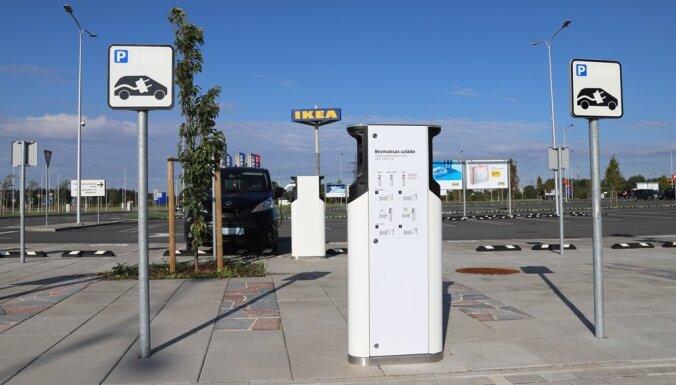 Возле рижского магазина IKEA появились бесплатные пункты зарядки электромобилей