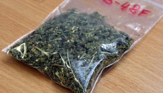 Sarkandaugavā kapos atrod 'legālās narkotikas'