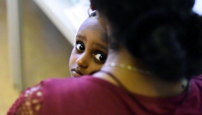 Nākamgad Latvijā varētu dzemdēt 20 bēgļu sievietes, pieļauj eksperti