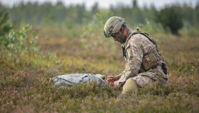 Foto: Ādažu poligonā vingrinās ASV 173. brigādes karavīri