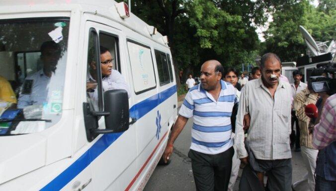 Satiksmes negadījumā Indijā 26 bojāgājušie