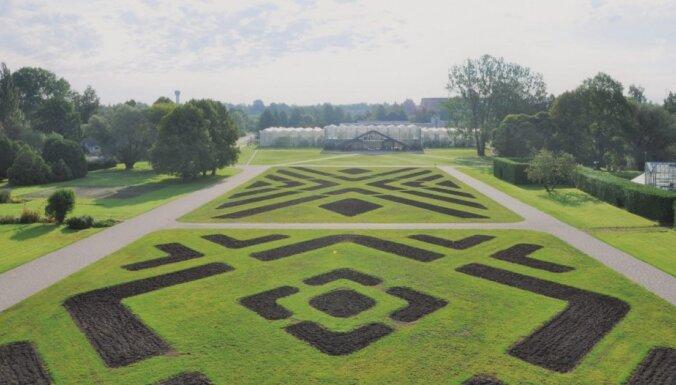 Nacionālajā botāniskajā dārzā top Latvijas simtgadei veltīta dobe un ekspozīcijas