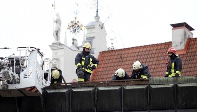 Foto: Likvidēts ugunsgrēks Okupācijas muzeja ēkā (plkst. 13.40)