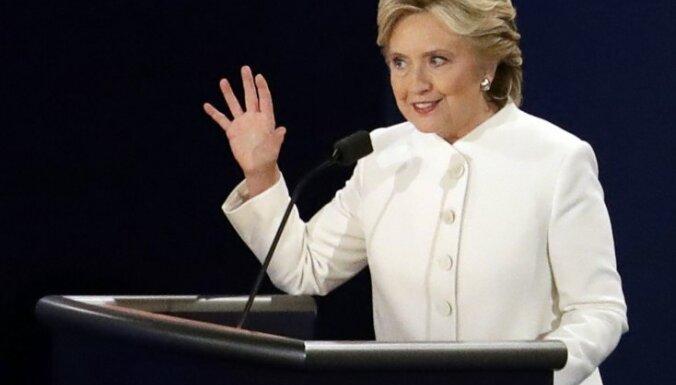 Журнал Vanity Fair извинился за совет Клинтон заняться вязанием