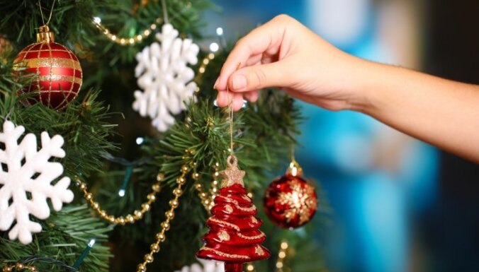 Красиво, как в кино: 9 идей для украшения дома к Рождеству и Новому году