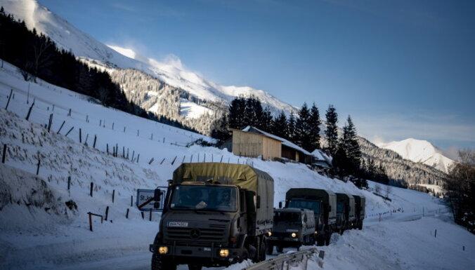 Европу завалило снегом. Во многих районах жизнь парализована