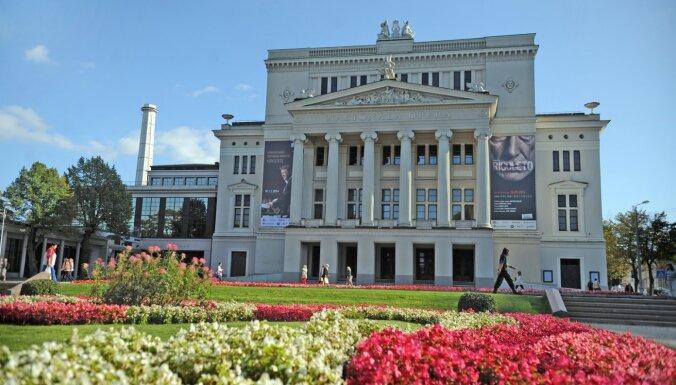 Dievi, delfīns un āzis frontonā. Stāsti un fakti par Latvijas Nacionālās operas ēku
