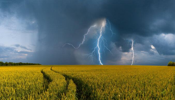 Brīdina par stiprām lietusgāzēm