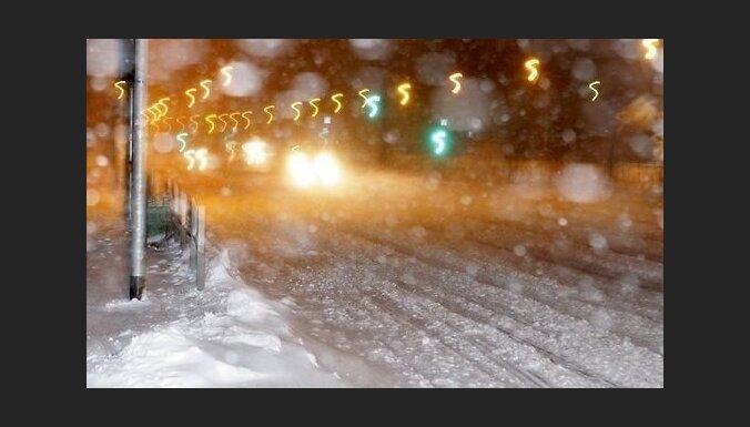 Ceturtdien nokrišņi gaidāmi visā Latvijā; austrumos snigs intensīvi