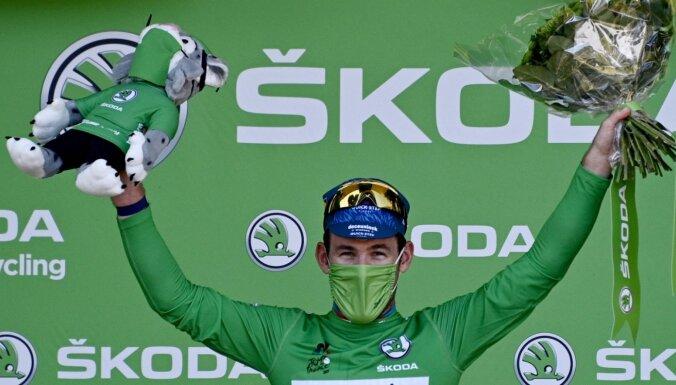 Kavendišs ar piektdienas uzvaru 'Tour de France' posmā uzvaru skaitā panāk Merksu