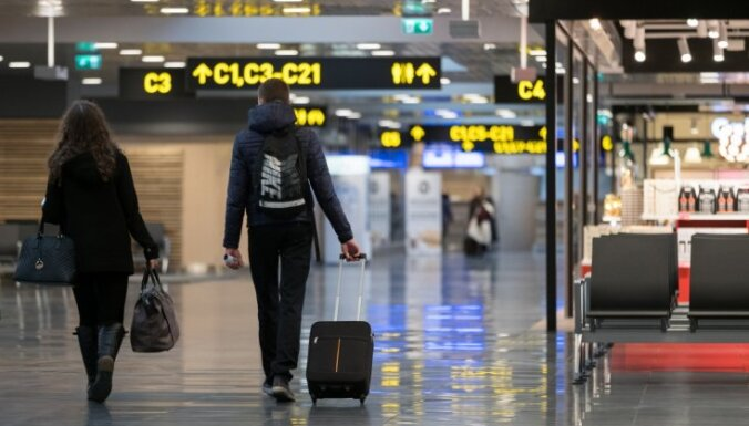 Turpmāk, lidojot ar 'Ryanair', lielākā rokas bagāžas vienība būs jānodod
