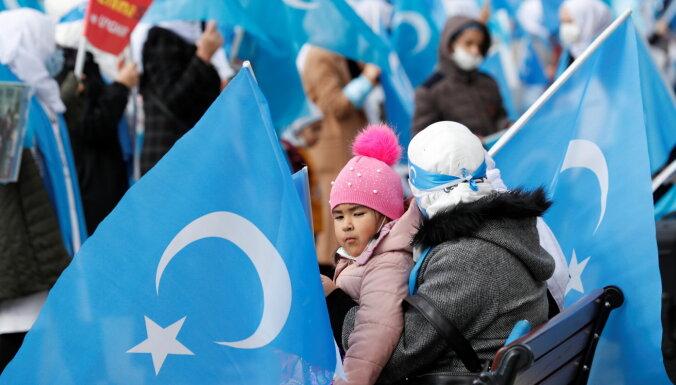 Ķīnas valdība uiguru bērnus sūta uz bērnunamiem