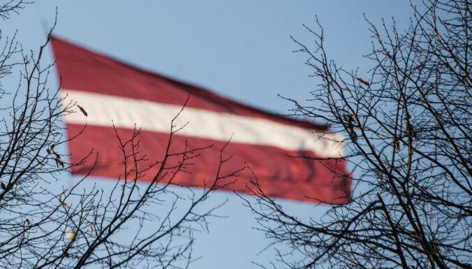 Lems par 60 metrus augsta Latvijas karoga izbūvi Rīgā