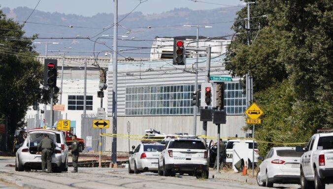 Apšaudē vagonu parkā Kalifornijā nogalināti vairāki cilvēki