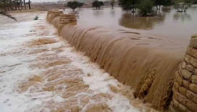 Jordānijā plūdos bojā gājuši vismaz 18 cilvēki, lielākoties skolēni