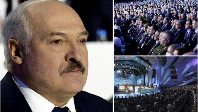 Foto: Lukašenko bez opozīcijas sasauc 'Visas baltkrievu tautas asambleju'