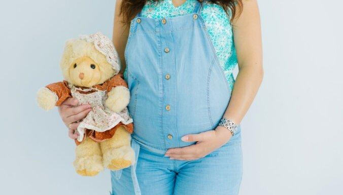 Bezformas kombinezons un mini – apģērbi, no kuriem grūtniecei labāk izvairīties