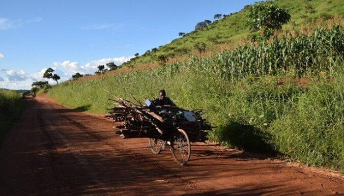 Sveika, Malāvija! Kukuļi uz robežas, 'kalašņikovi' parkā, Malavi ezers un dziedātājtauta (6. daļa)
