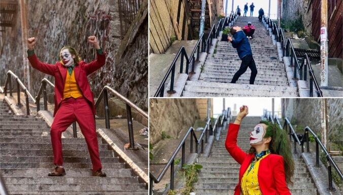 'Instagram' sirsniņu tīkotāji apsēduši filmā 'Džokers' redzamās kāpnes Bronksā