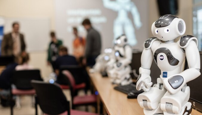 Iepazīsties ar NAO – robotiem, kas izglīto studentus Transporta un sakaru institūtā