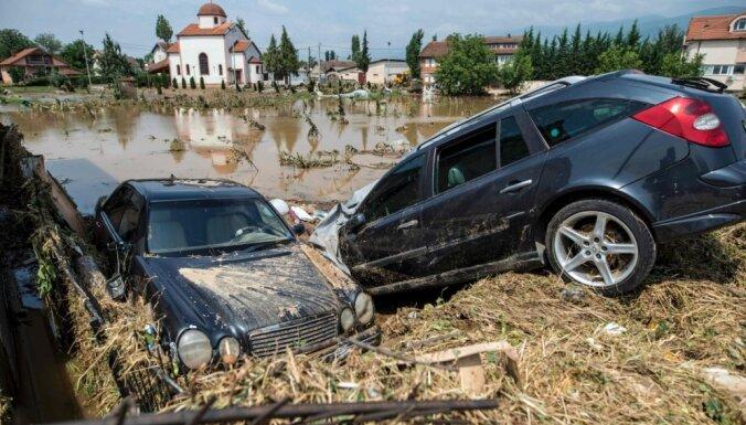 Foto: Vētrā un plūdos Maķedonijā vismaz 20 bojāgājušie