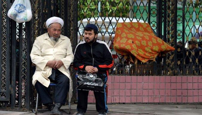 Ķīnā aizliedz uiguru tradicionālās bārdas un galvassegas