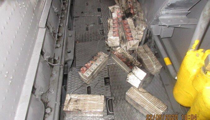 Foto: VID uziet pusmiljonu kontrabandas cigarešu