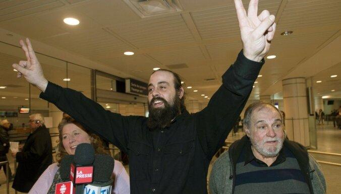 Visi aizturētie 'Greenpeace' ārzemju aktīvisti pametuši Krieviju