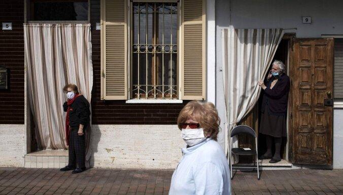 Covid-19: Smagi skartā Itālijā atvieglos stingros ierobežojumus; sejas maskas būs obligātas