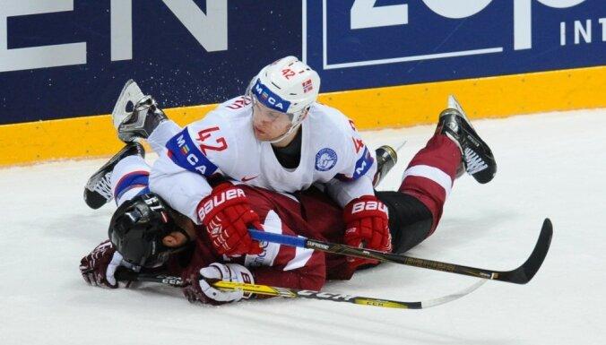 Latvijas hokejisti ar neizteiksmīgu spēli pret Norvēģiju PČ noslēdz 13. vietā