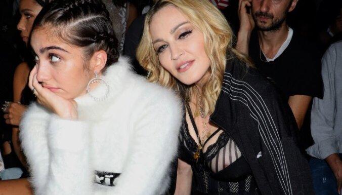 Внешний вид дочери Мадонны в новой откровенной фотосессии вызвал споры в сети