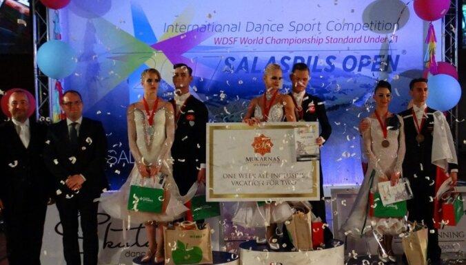 Latvijas sporta deju pāris triumfē pasaules čempionātā U21 standartdejās