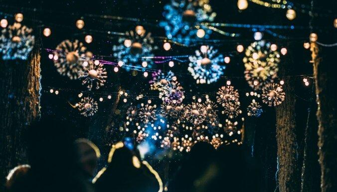 Foto: Kā svētkos izgaismojās Mazsalaca