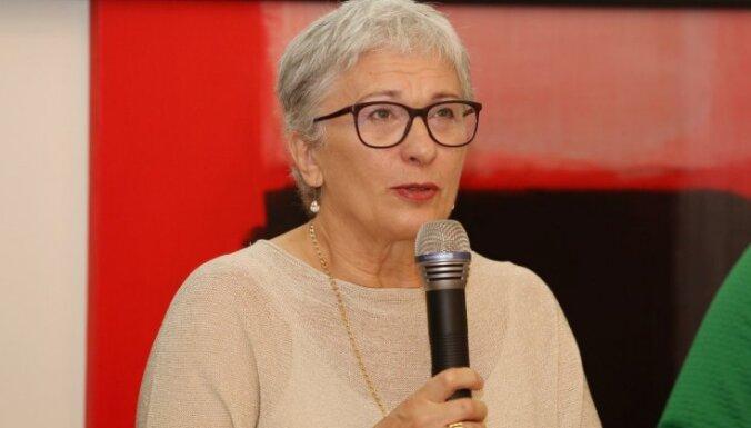 Калниете требует запретить дочери пресс-секретаря Путина работать в Европарламенте