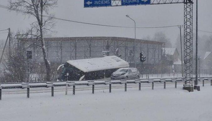 Svētdien pie Siguldas avārijā cietušā autobusa remonta izmaksas pārsniegs 5000 eiro