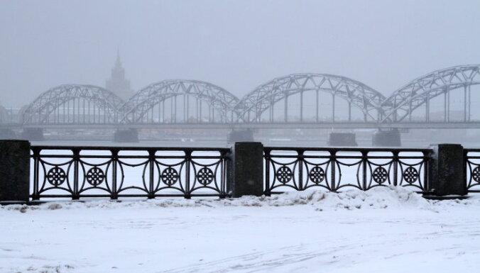 В Риге работает вся снегоуборочная техника