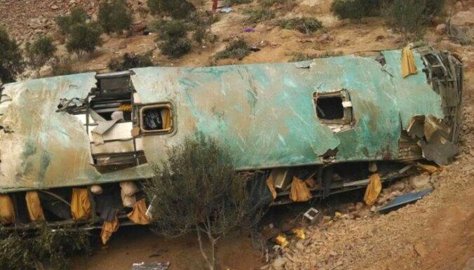 ФОТО: В Перу автобус рухнул в пропасть, погибли 44 человека