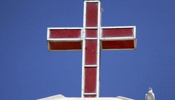 Ārpuslatvijas luterāņu baznīca sāk cīņu par ietekmi Latvijā