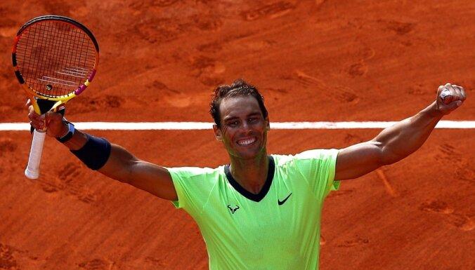 'French Open': Nadals zaudē pirmo setu, bet sasniedz 14. pusfinālu karjerā